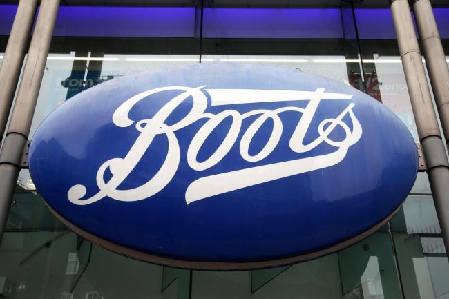 Gang of shoplifters take £7,000 worth of beauty products from Boots