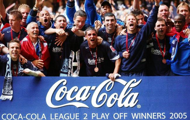 Flashback - Southend United celebrate winning the League Two play-off final back in 2005