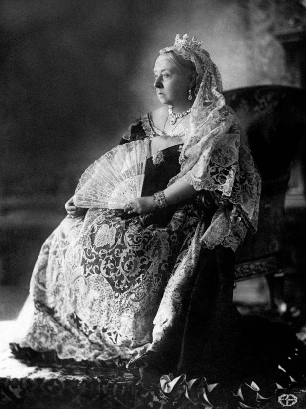 Echo: Portrait - Queen Victoria