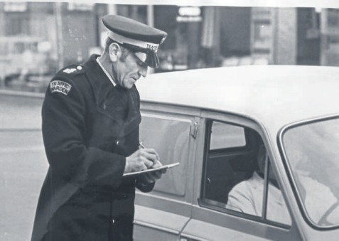 Caught - Fred Ife issues a ticket in Southend