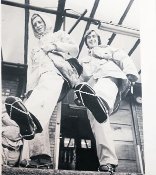 Chain gang - postmen Geoff Connor and Ray Oaker show off their foot chains for snowy conditions in 1982