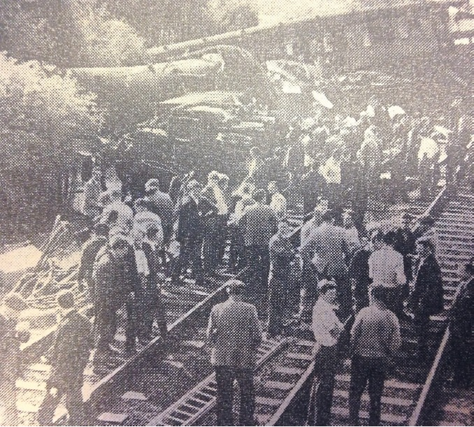 Heroes of the community - helpers and emergency crews gather on the line to try to help the injured passengers