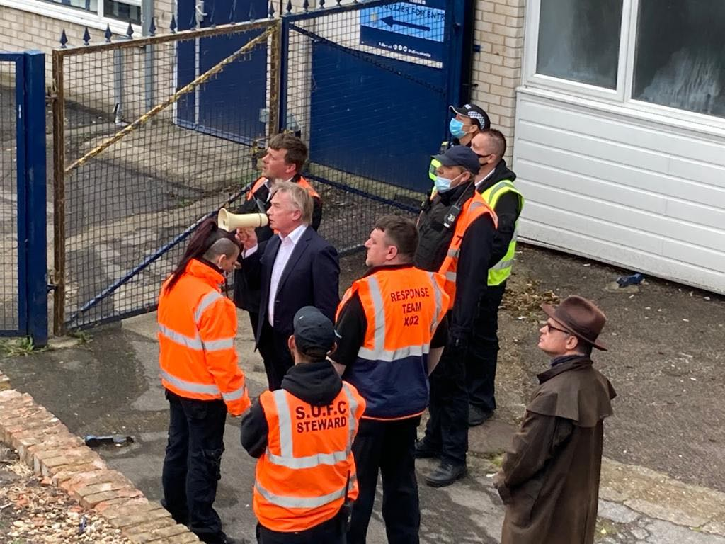 Southend United chairman Ron Martin confronts angry supporters at Roots Hall  | Echo