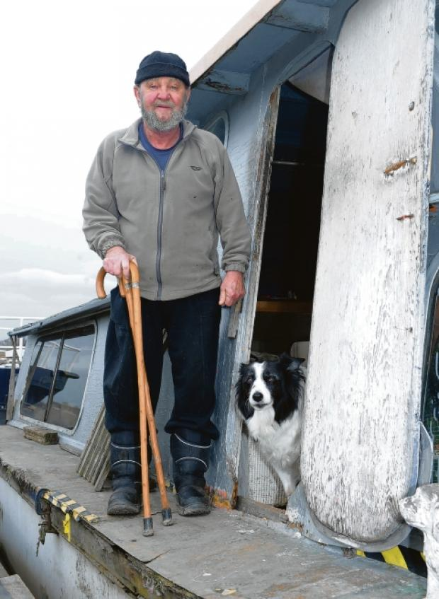 Marooned – Robert Grant on his barge in Benfleet Creek
