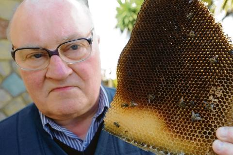 Tony Norton – upset contractors have killed the bees in his gas meter