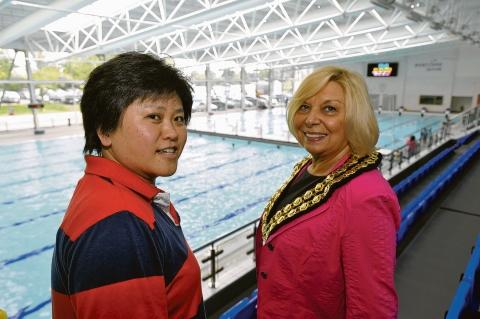 Going on a pool tour – Fumiyo Minemura, head coach of the Japanese Paralympic swim squad, meets Basildon mayor Mo Larkin at the Sporting Village