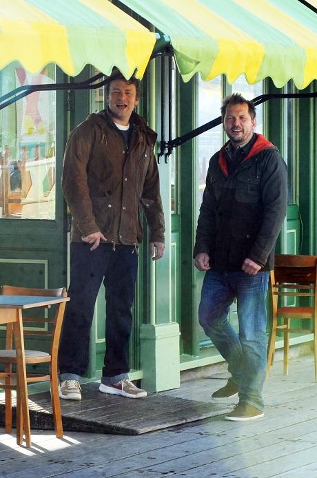 TV chef Jamie Oliver films on Southend Pier