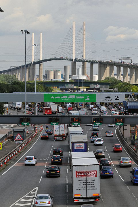Government to push on with plans for new Thames crossing