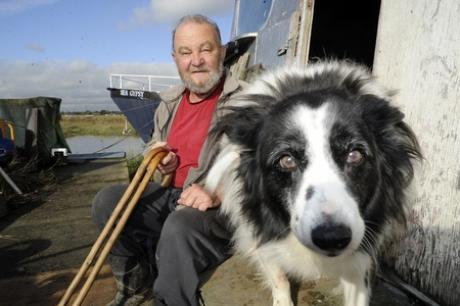 Worried - Robert Grant and his dog on Canvey boatyard