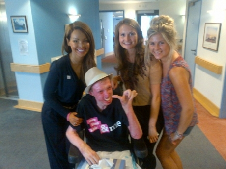 Burns victim Stephen Everett with Katie Piper and his friends Lynsey McHugh and Bethan Jones