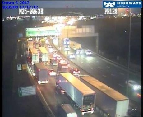 M25 in chaos after lorry crash