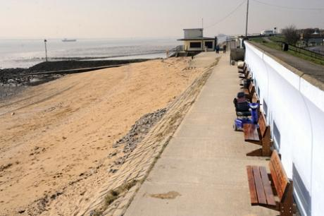 How speeding ships are causing a nuisance for sun worshippers on busy Canvey beach