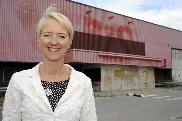 The Royals Shopping Centre manager Dawn Jeakings welcomes the application