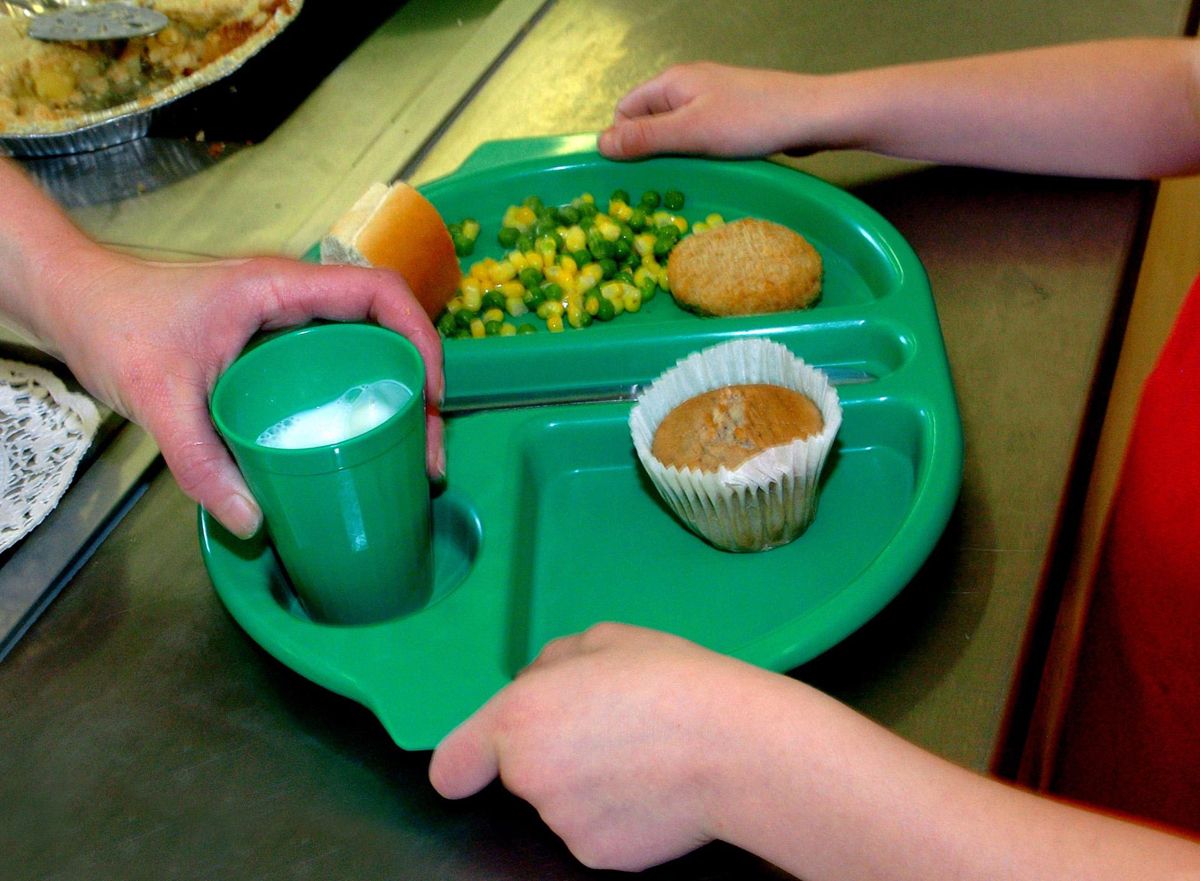 Parents could save £400 with free school meals