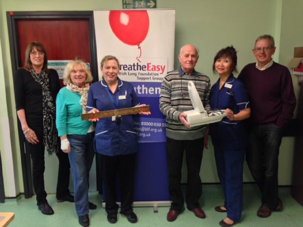 Welcome gift – Breathe Easy Southend hand over equipment to nurses