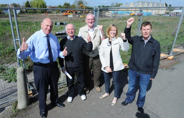 Giving the KFC rejection the thumbs up – John Dornan, Bob Taylor, Ron Malyon, Samantha Marsh and John Scarola
