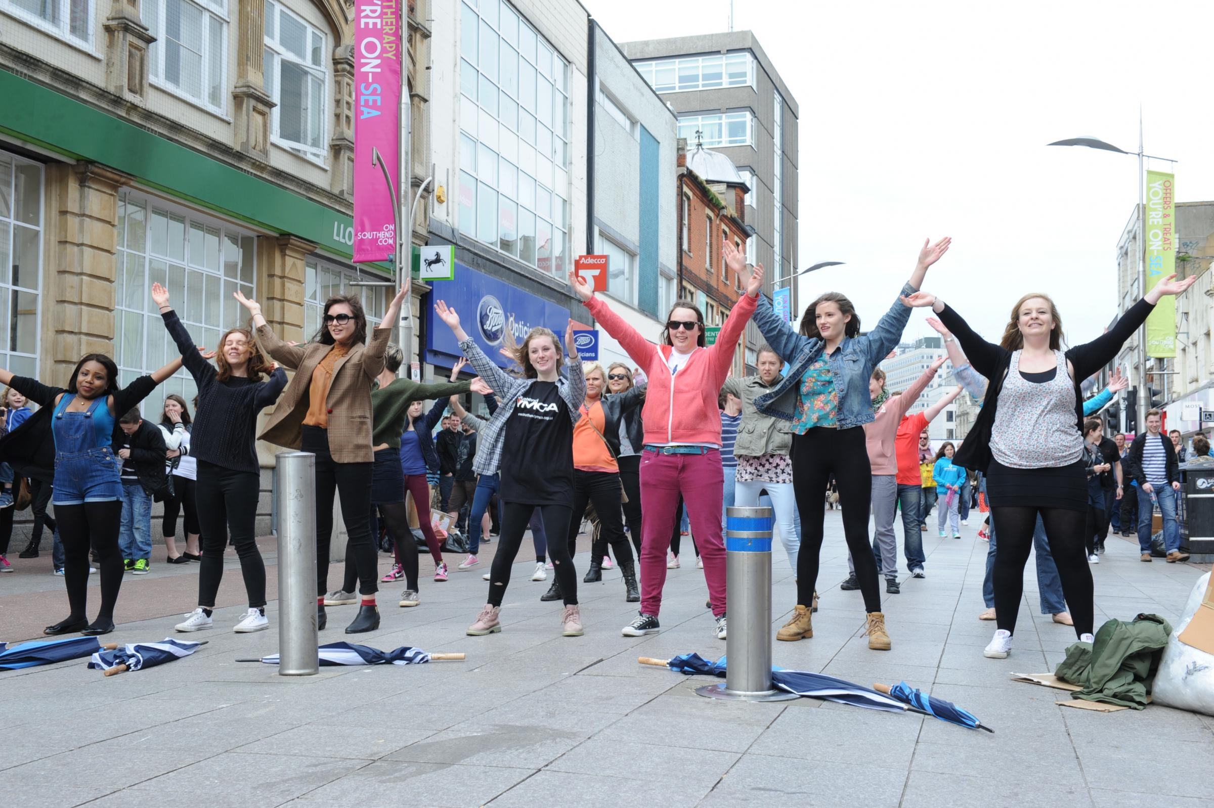 Flash mob celebrate 20 years at the top