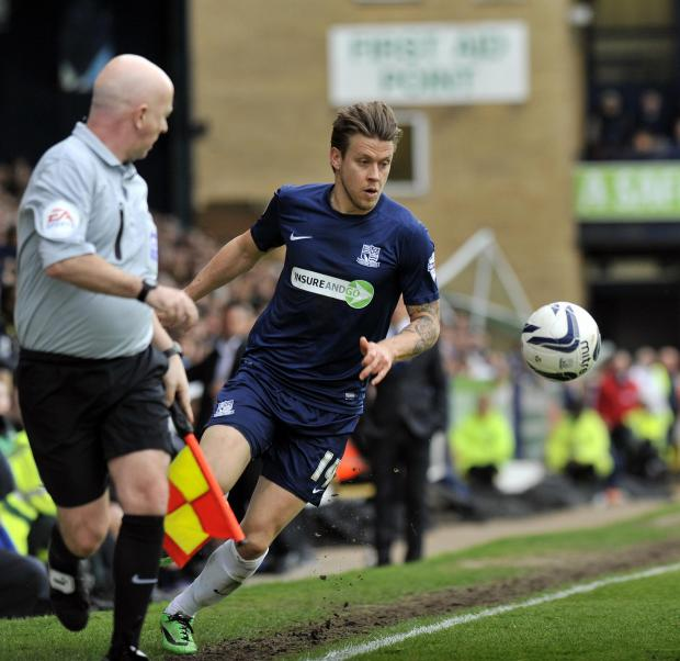 Kevan Hurst on the ball for Southend United