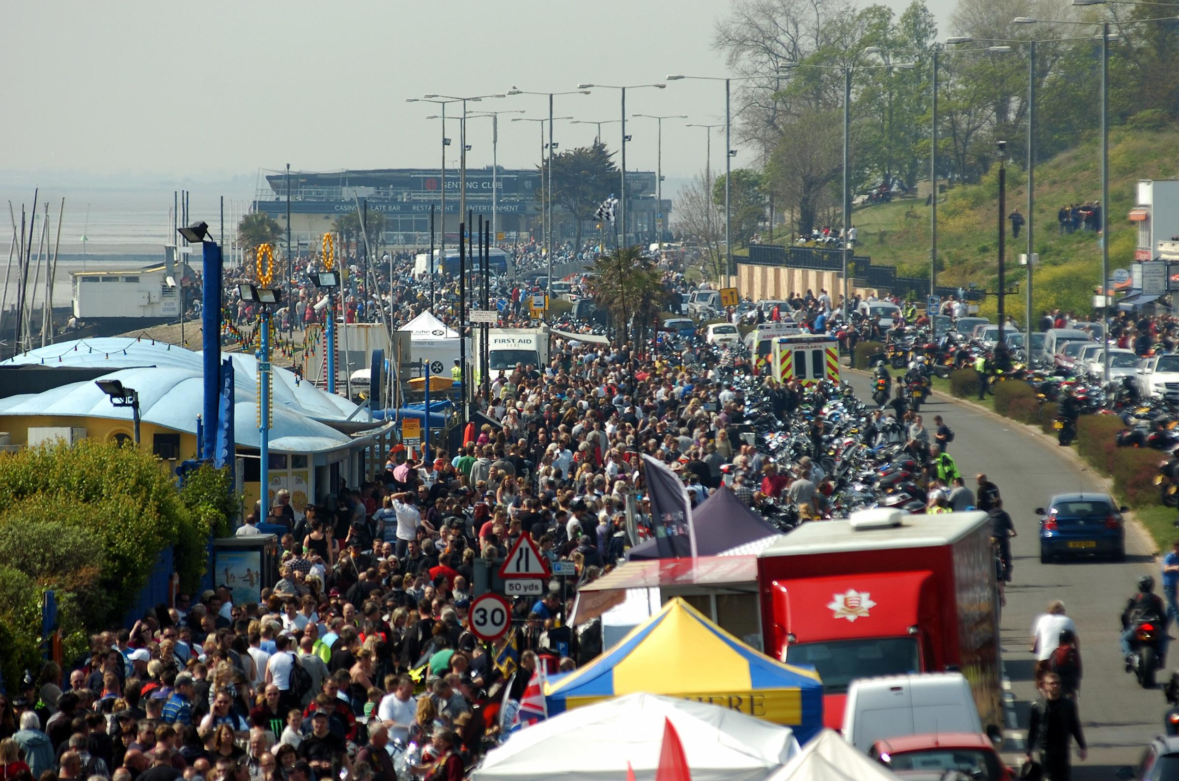 Crowds flock to the seafront