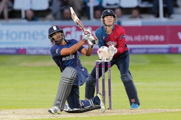 Echo: Ravi Bopara led the Essex run chase with skipper Ryan ten Doeschate. Picture: GAVIN ELLIS/TGS PHOTO