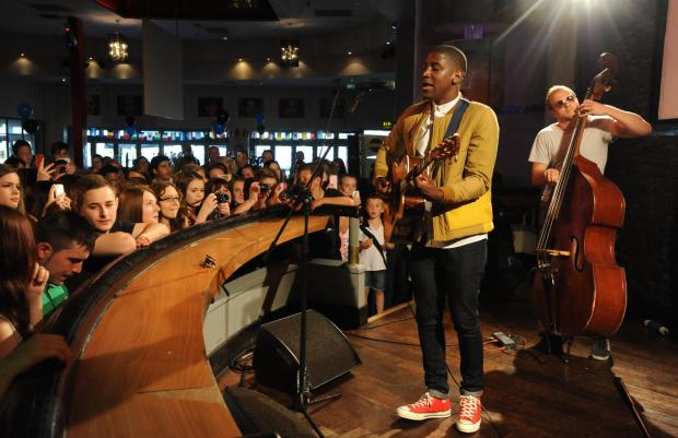 Guitar hero – Labrinth performs at Chicago's