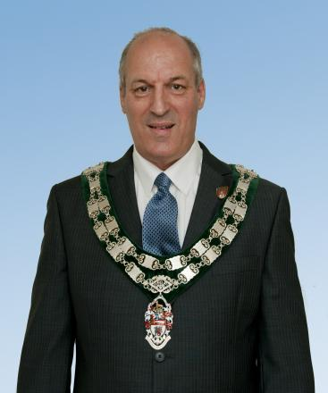 Lost - chairman Eddie Dray wearing the Chain of Office with the pendant still attached