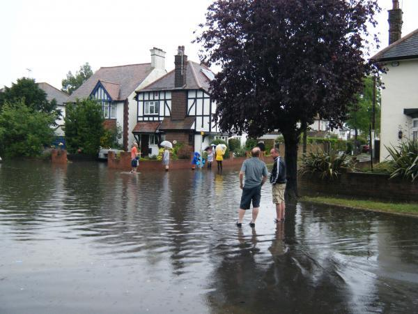 Chaos As Roads Flood In Southend And Canvey Echo