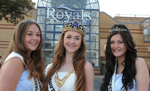 Carnival court – queen Lauren Green with princesses Bethany Gray and Courtney Cook