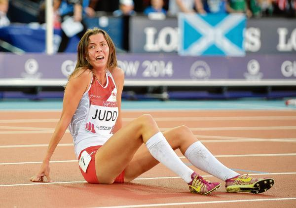 Jessica Judd sits on the track distraught after missing out on a medal in the Commonwealth Games 800m final