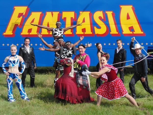 Fun acts - the circus Fantasia is in Rochford