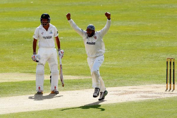 Monty Panesar celebrates the key wicket of Graham Wagg