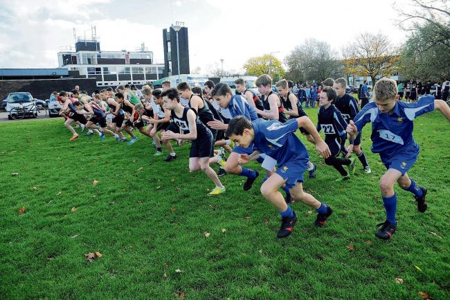 The start of the Year 9 boys race