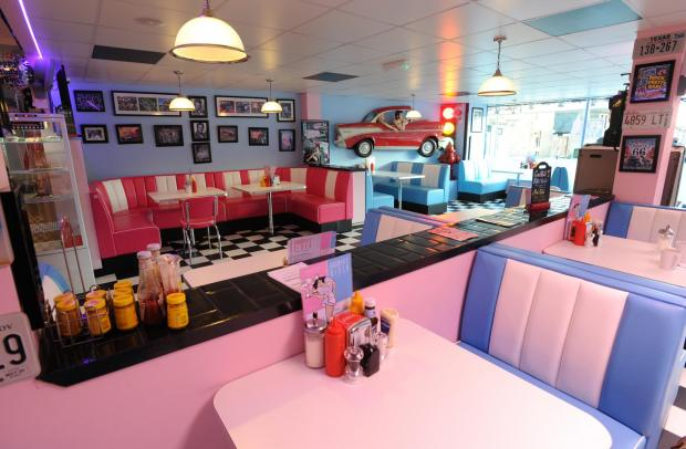 Video new us diner opens up in southend from echo - Deco annee 50 americaine ...