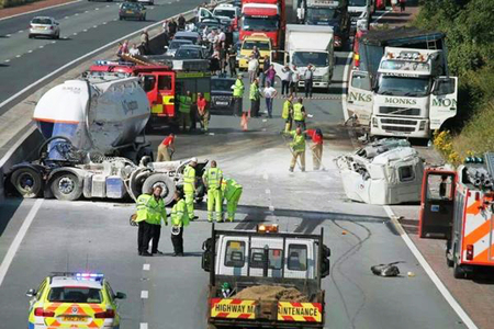 400 litre oil spill after crash closes M25 overnight