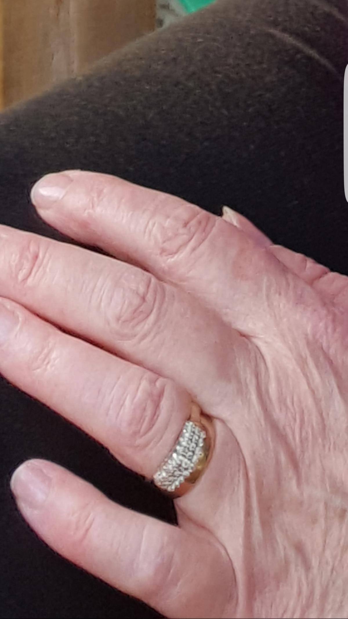 Large amount of jewellery\' stolen during burglary | Echo
