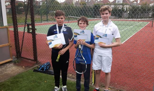 Winners - Westcliff Hard LTC show off their certificates