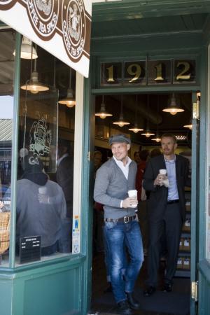 Ljungberg visits Pike Place Starbucks