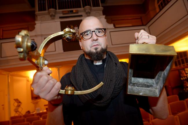 Thieves use gold crucifix to break into church safe
