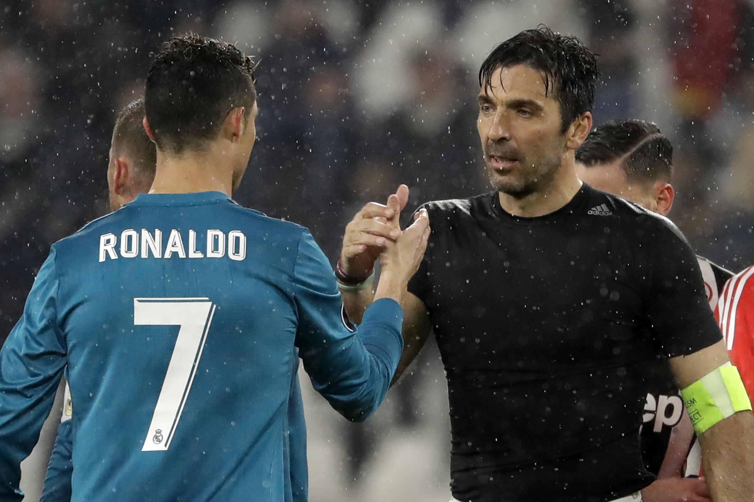 2fb7dfe44 Massimiliano Allegri admires  extraordinary  Cristiano Ronaldo goal. Juventus  goalkeeper ...
