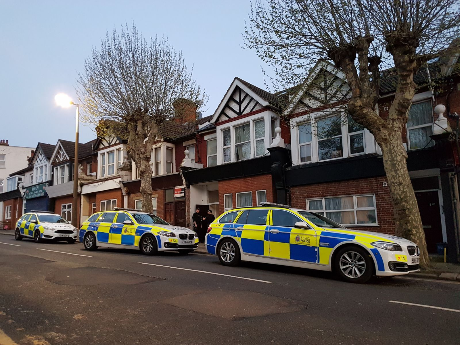Station Road, Westcliff, armed police