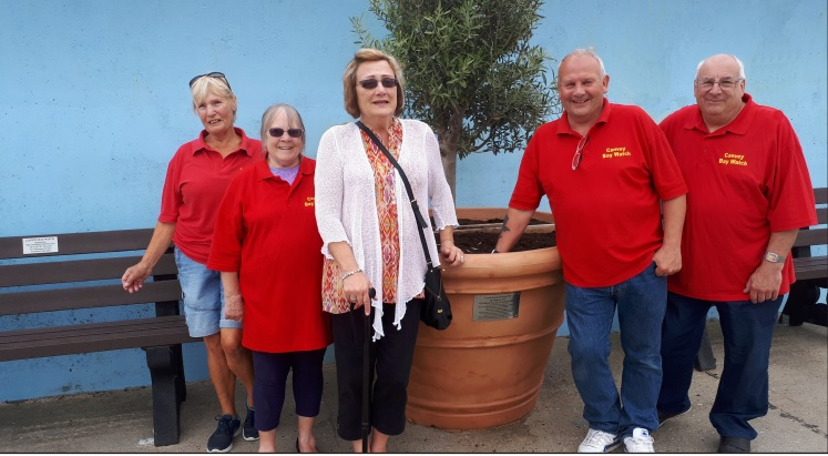 Island seafront pot to honour war hero