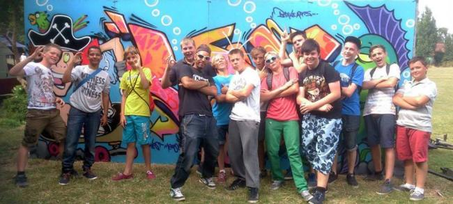 Scotty Brave and some of the young artists on a previous spray can art workshop