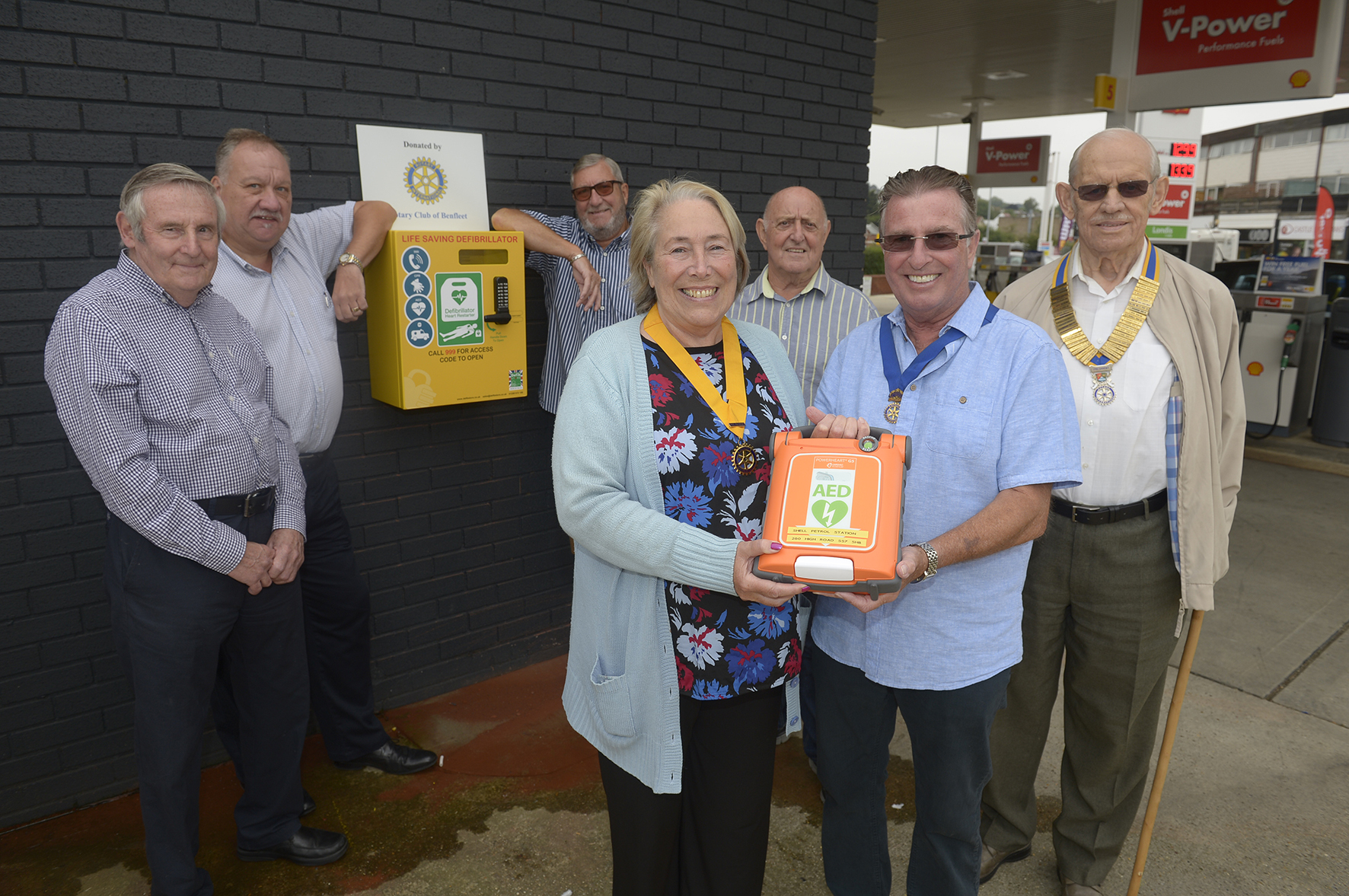 Jim Dove, Tony Elliott, Lewis Joiner, Susan Dixon, Barry Rutherford, Ian smith and Roger Gilbert..Shell Garage, 280 High Road, Benfleet.Community defibrillator and cabinet been donated by Benfleet Rotary..