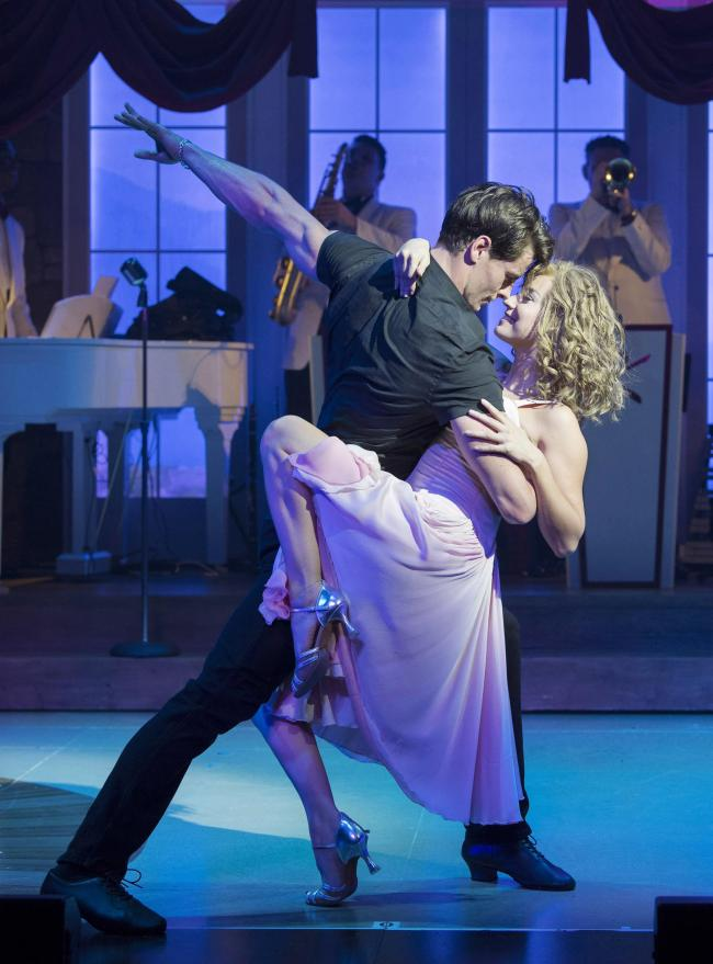 Kira Malou and Michael O'Reilly as Baby and Johnny Castle in Dirty Dancing
