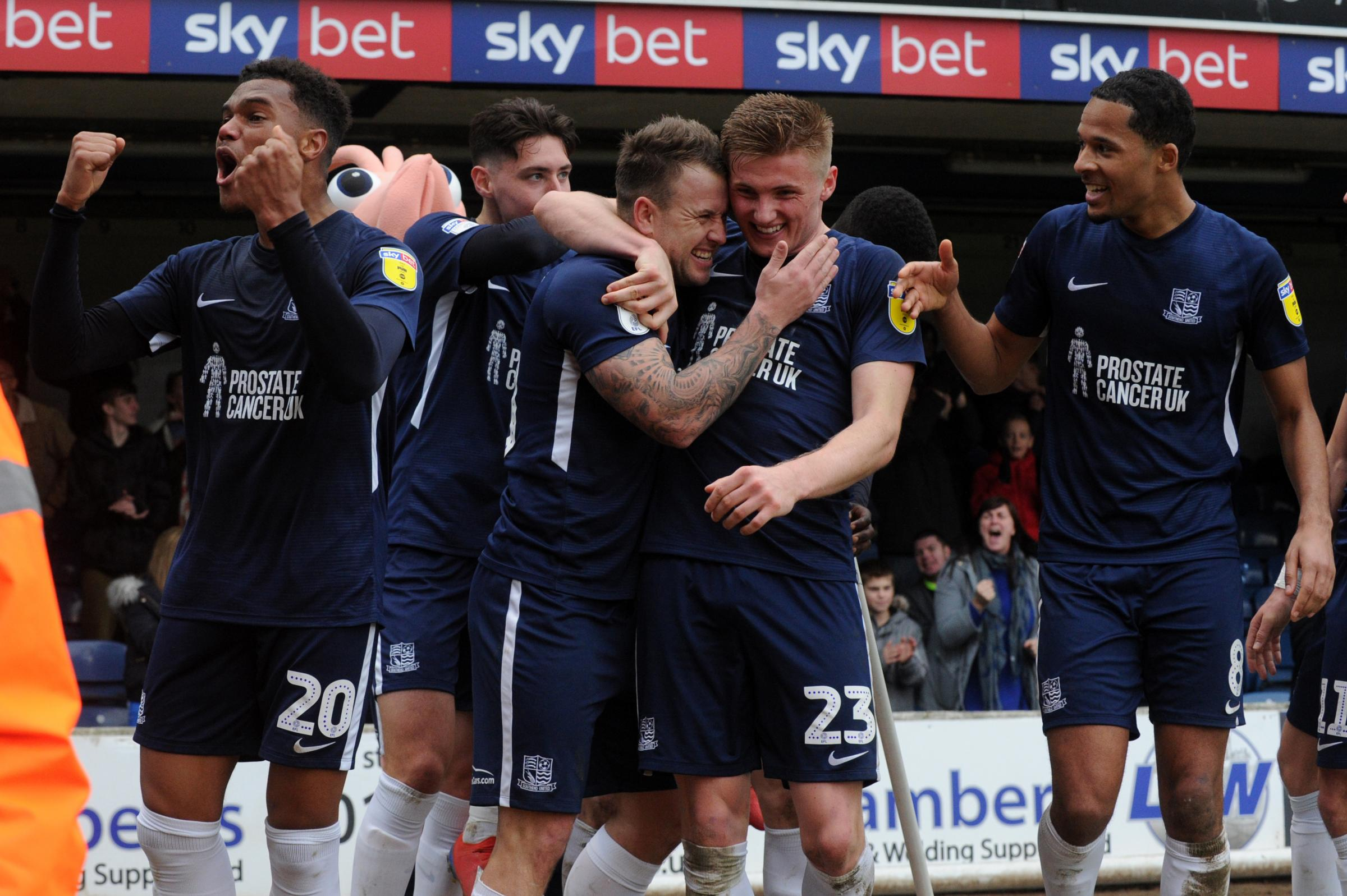 Scenes - Southend United celebrate Simon Cox's third goal of the game