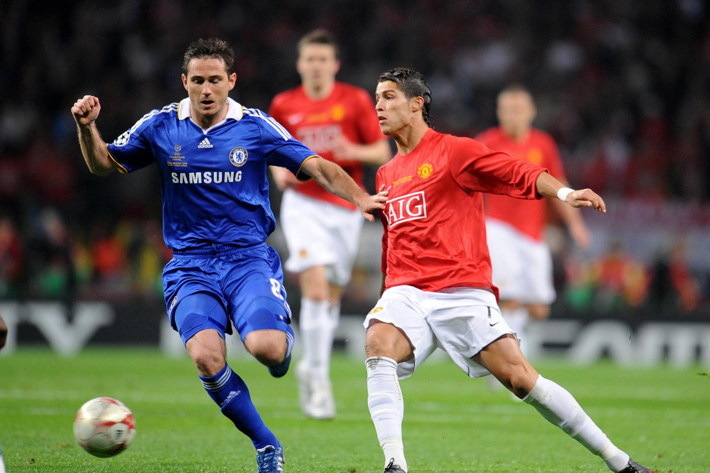 Chelsea's Frank Lampard battles with Manchester United's Cristiano Ronaldo in Moscow